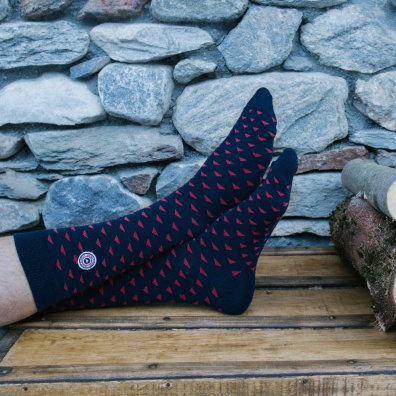 Flaine - Blau-Rote Socken im Dreiecksmotiv
